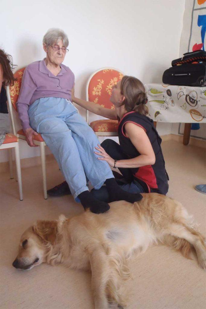Séance de zoothérapie avec Umanima Formation - Centre de formation à la médiation animale