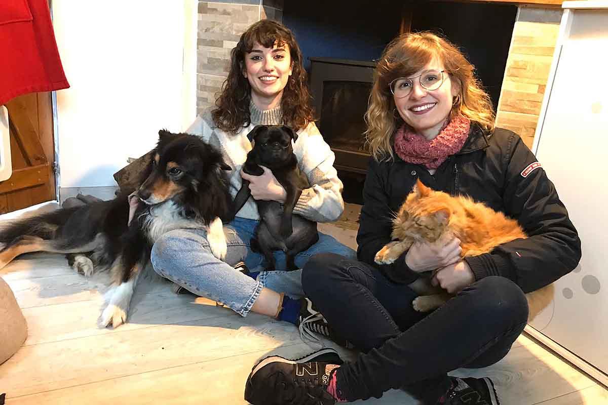 Deux étudiantes italiennes étudient le bien-être du chien médiateur à Umanima Formation